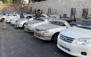 UAEでの中古自動車部品オークション風景
