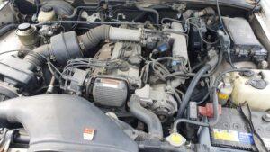 クラウンGS141のエンジンルーム